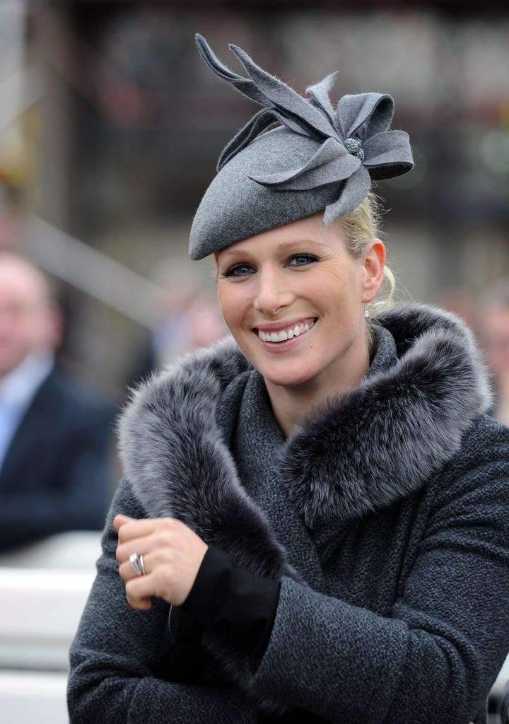 اختارت زارا قبّعة رماديّة من Amy Money Millinery  خلال حضورها لمهرجان شلتنهام عام 2012.