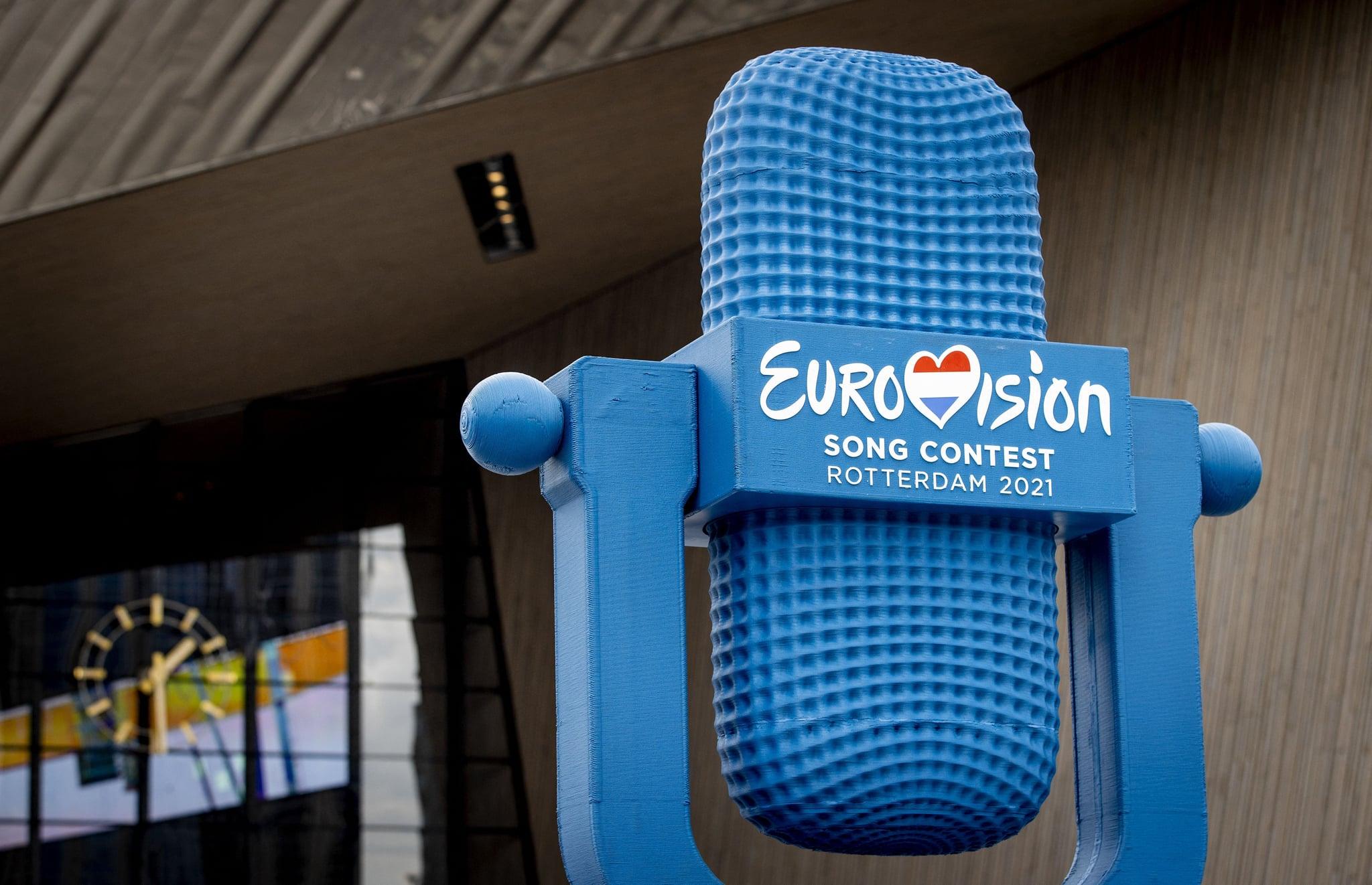 یک جایزه یوروویژن چاپ سه بعدی با ارتفاع چهار متر که از مواد بازیافتی PET از آبهای روتردام ساخته شده است ، قبل از مسابقه آواز یوروویژن 2021 در روتردام ، هلند ، در 7 مه 2021 ، در ایستگاه مرکزی نمایش داده می شود. پس از مسابقه آهنگ یوروویژن به حراج گذاشته شود.  - هلند OUT (عکس از سم ون در وال / ANP / AFP) / هلند OUT (عکس از SEM VAN DER WAL / ANP / AFP از طریق گتی ایماژ)