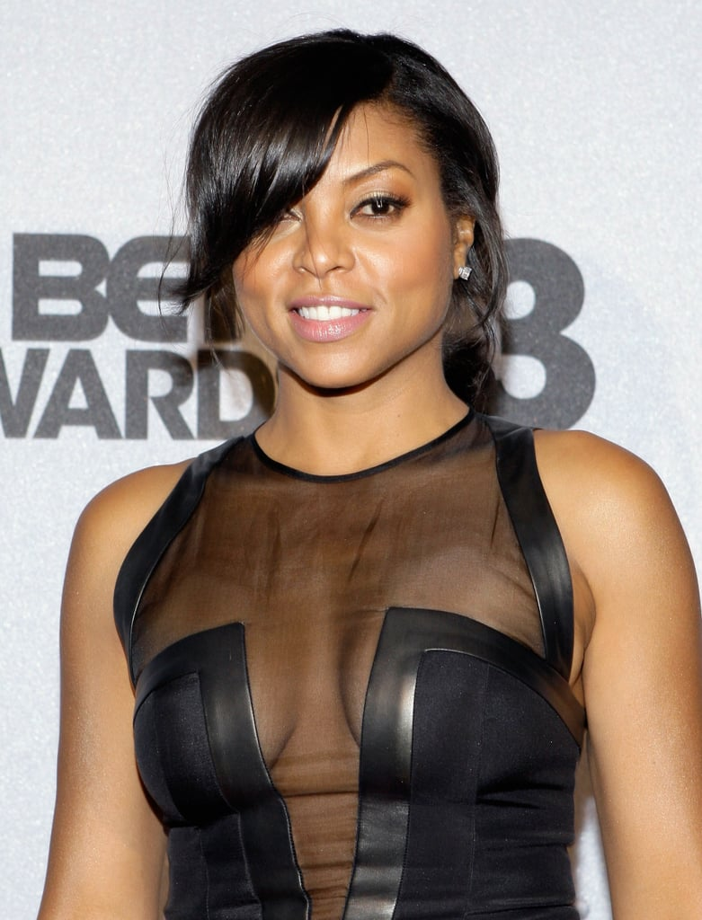 It was a simple and smooth ponytail with dramatic sideswept bangs for Taraji P. Henson at the BET Awards. She kept her makeup natural with a glowing effect.