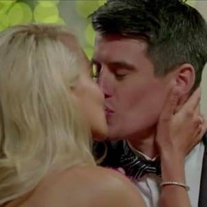 Ali Oetjen and Bill First Kiss The Bachelorette 2018