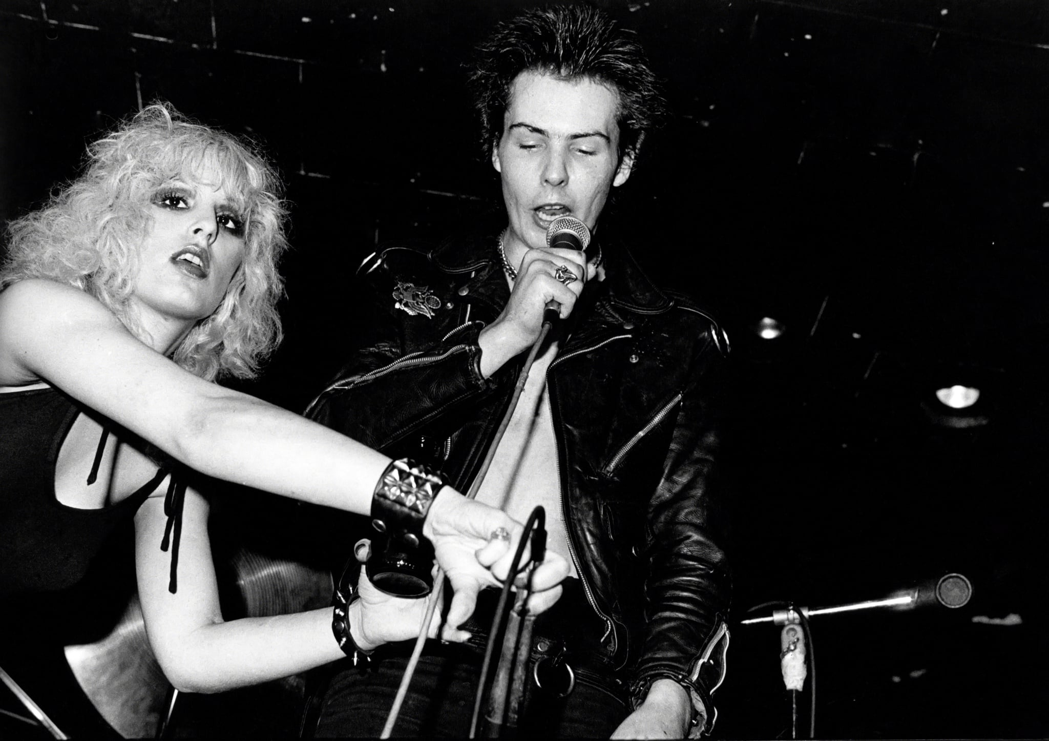 NEW YORK, NY - CIRCA 1978: Sid Vicious and Nancy Spungen circa 1978 in New York City. (Photo by Allan Tannenbaum/IMAGES/Getty Images)