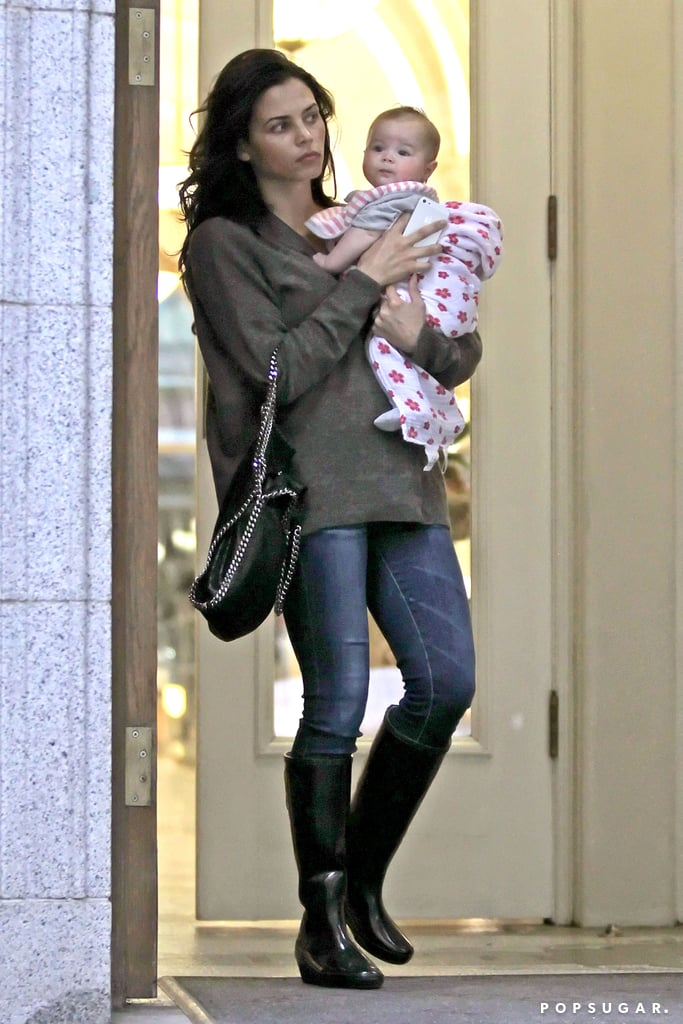 Jenna Dewan exited a department store with Everly in her arms.
