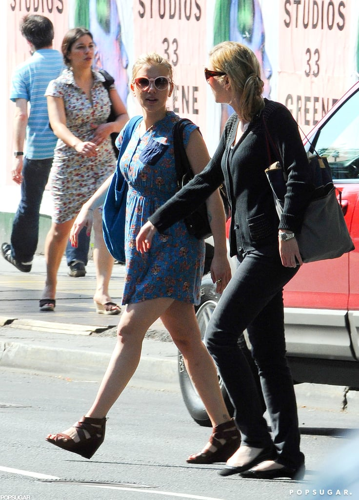 Scarlett Johansson Hails a Cab in NYC Pictures