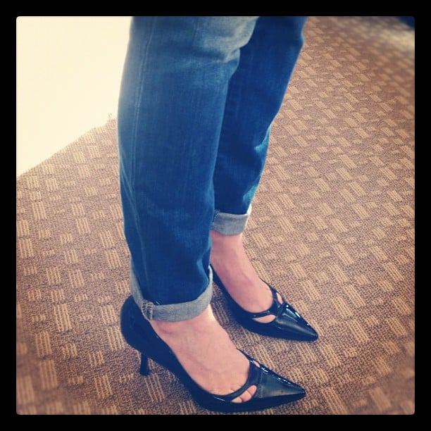 One of our favorite dressed-up/dressed-down looks this year: pointy-toed pumps with skinny jeans!