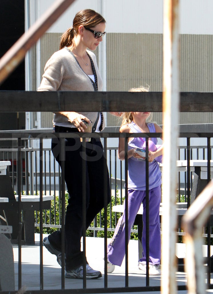 Jennifer Garner and Violet Affleck.
