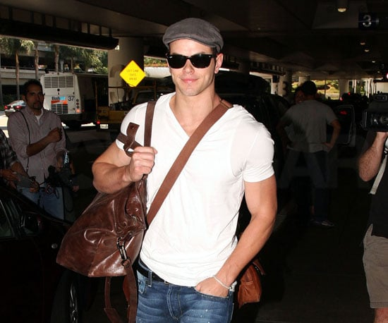Slide Photo of Kellan Lutz at LAX 2009-09-05 06:00:12