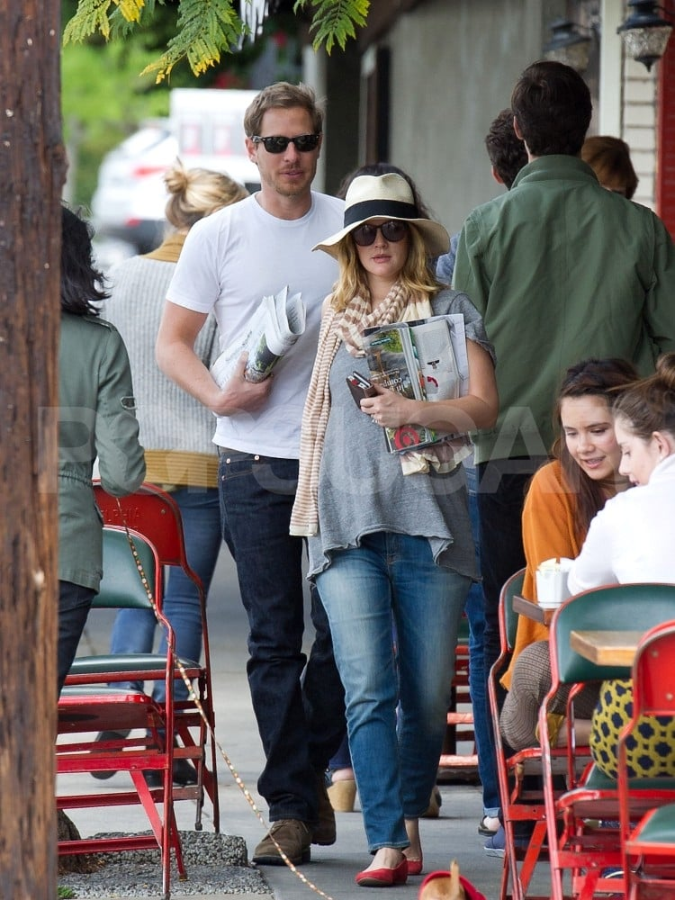 Drew Barrymore and Will Kopelman had a sweet outing in LA together yesterday. The couple stopped off for lunch at Little Dom's, then grabbed drinks at Intelligentsia coffee and, later, Pazzo Gelato. Drew was armed with a copy of The New York Times for their Saturday a.m. lounging session. The couple are in LA again after a trip to Paris last month. According to reports, Drew and Will may be prepping to welcome their first child. Neither the couple nor their representatives have made a comment on the rumors, however. Whether or not Will and Drew are busy getting ready for a new addition, she made another personal change this week —Drew went back to blond hair just a few days ago.