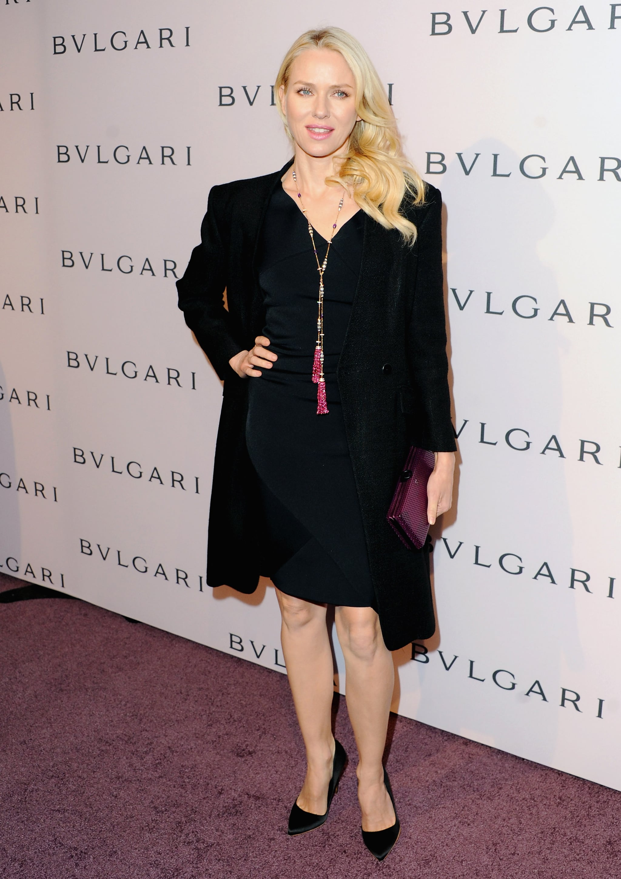 Naomi Watts wore a long necklace.