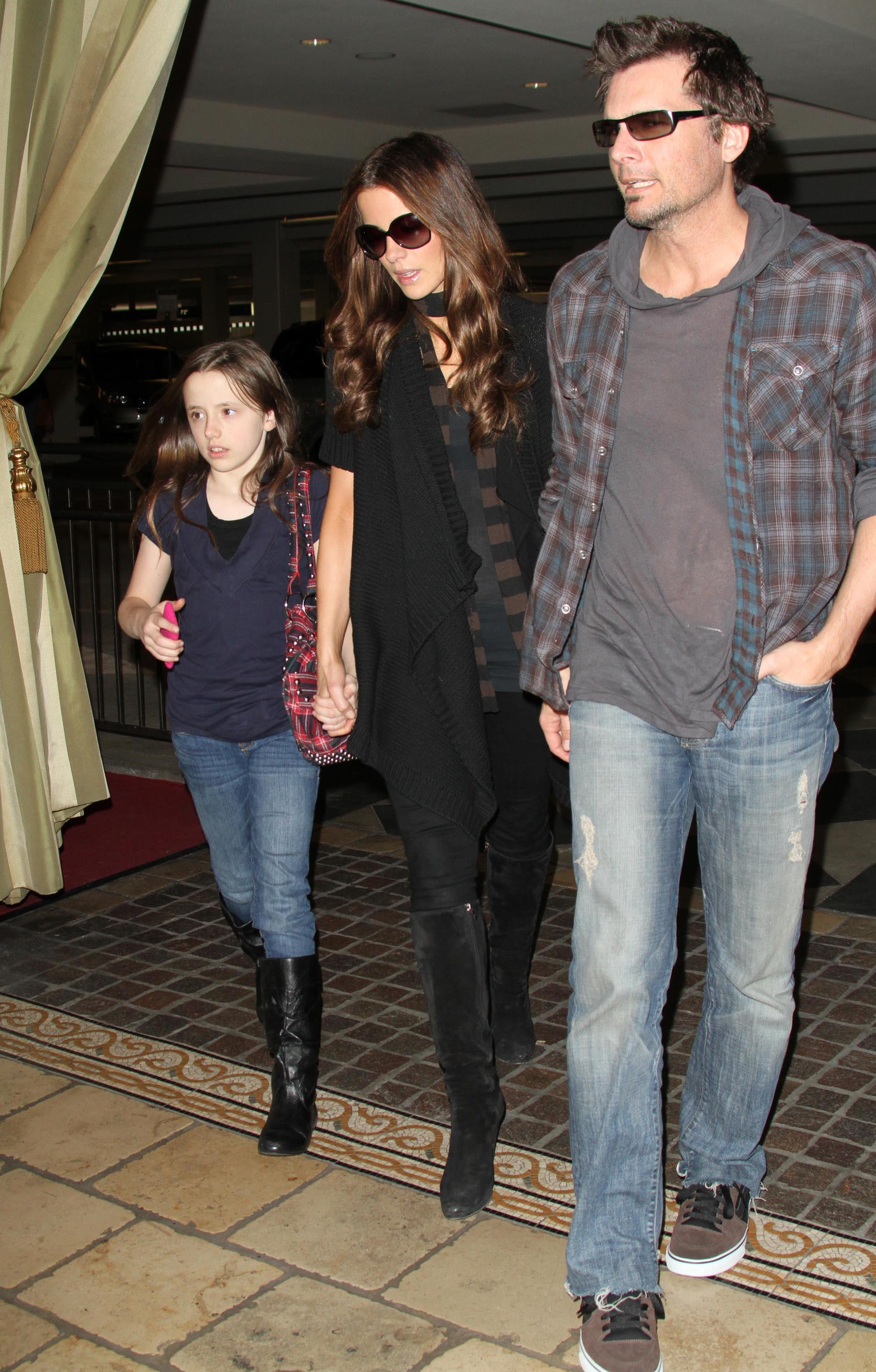 Photos Of Kate Beckinsale Shopping In La With Len Wiseman