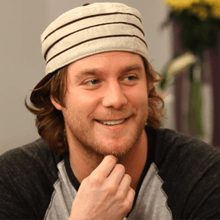 Jake McDorman of Are You There, Chelsea? Interview (Video)