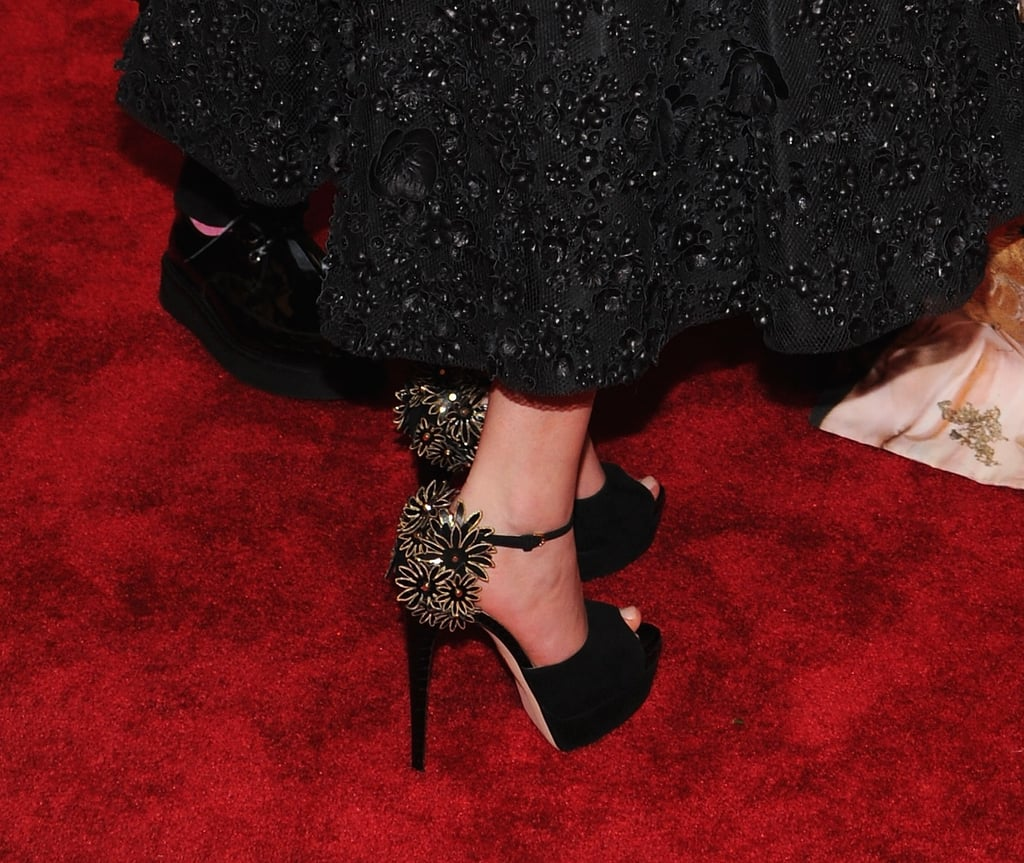 When Jennifer turned, she revealed a fancy floral detail on each shoe.
