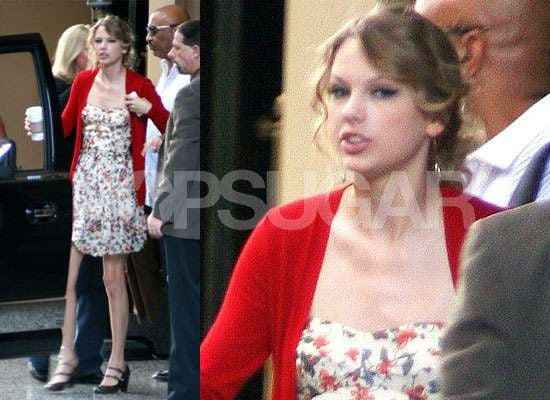 Photos of Taylor Swift in LA, Watch Talyor Swift Sing on Dancing With the Stars, Taylor Swift Taylor Lautner Romance Rumours