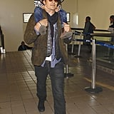 Orlando Bloom carried Flynn on his shoulders when he landed in LA on Thursday.