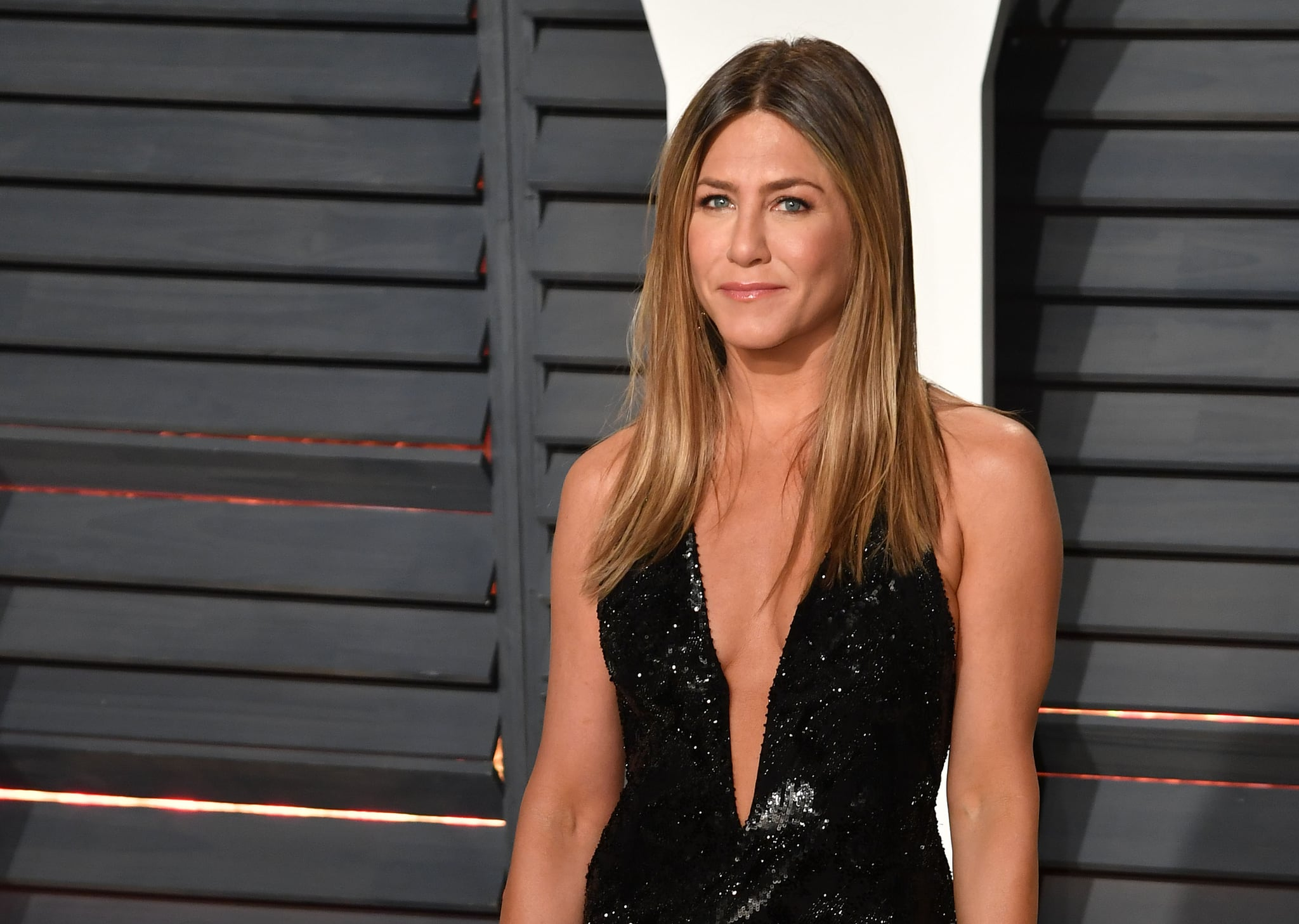 BEVERLY HILLS, CA - FEBRUARY 26:  Actress Jennifer Aniston attends the 2017 Vanity Fair Oscar Party hosted by Graydon Carter at Wallis Annenberg Center for the Performing Arts on February 26, 2017 in Beverly Hills, California.  (Photo by C Flanigan/Getty Images)