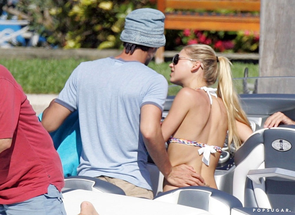 Bikini-clad Anna Kournikova shared a Miami moment with Enrique Iglesias in June 2007.
