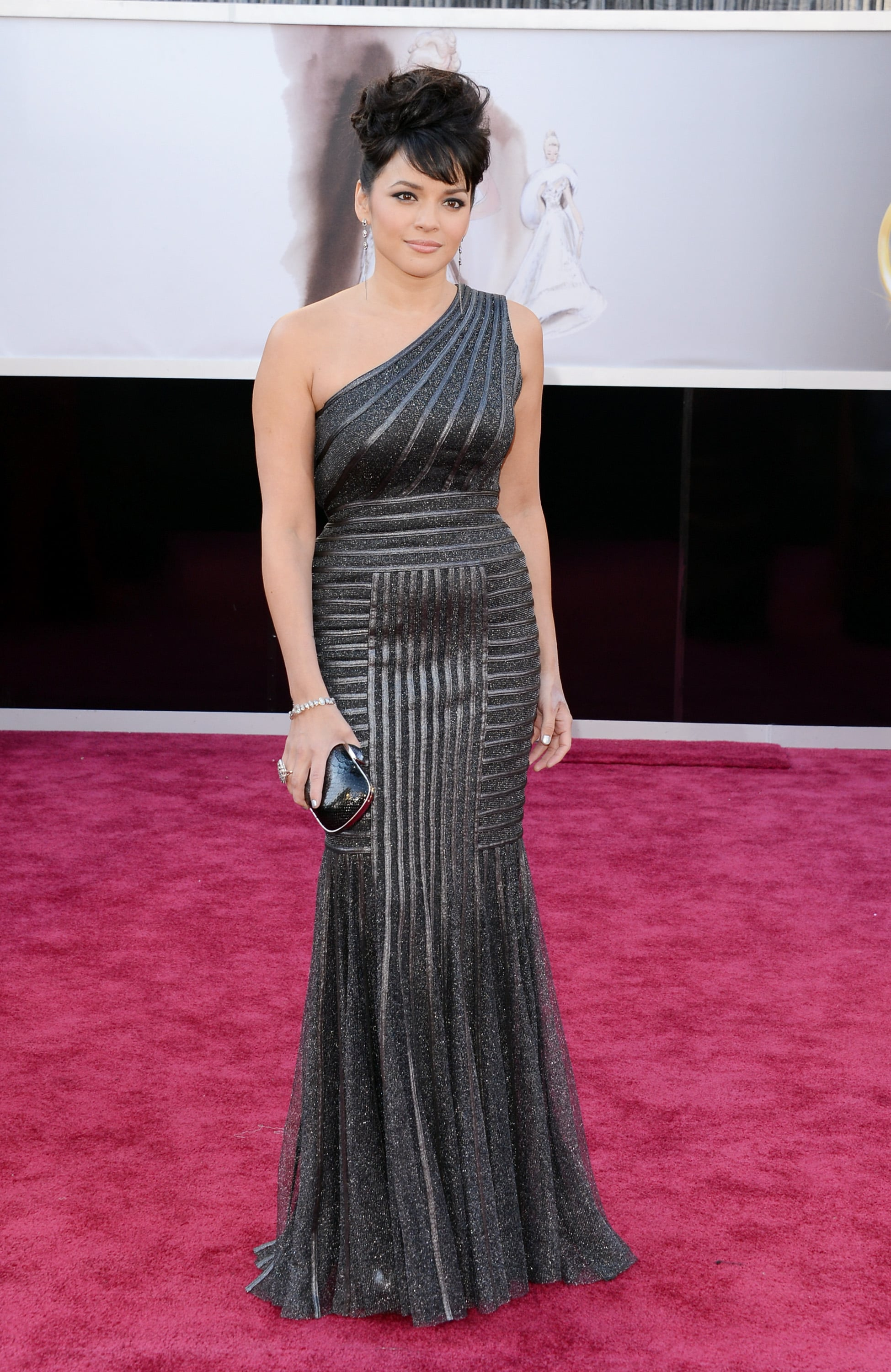 Norah Jones on the red carpet at the Oscars 2013.