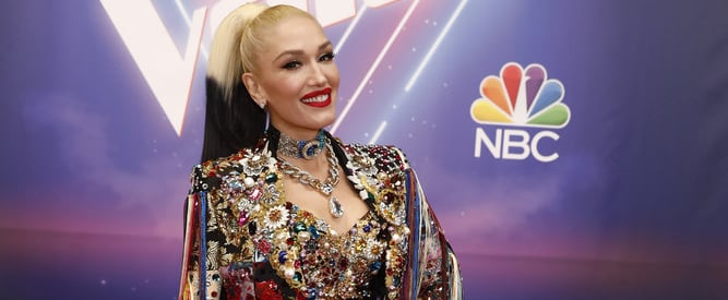 See Gwen Stefani's Rainbow Fringed Jacket on The Voice