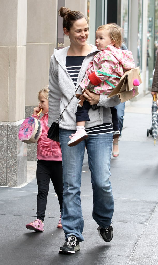 Pictures of Jennifer Garner with Violet and Seraphina