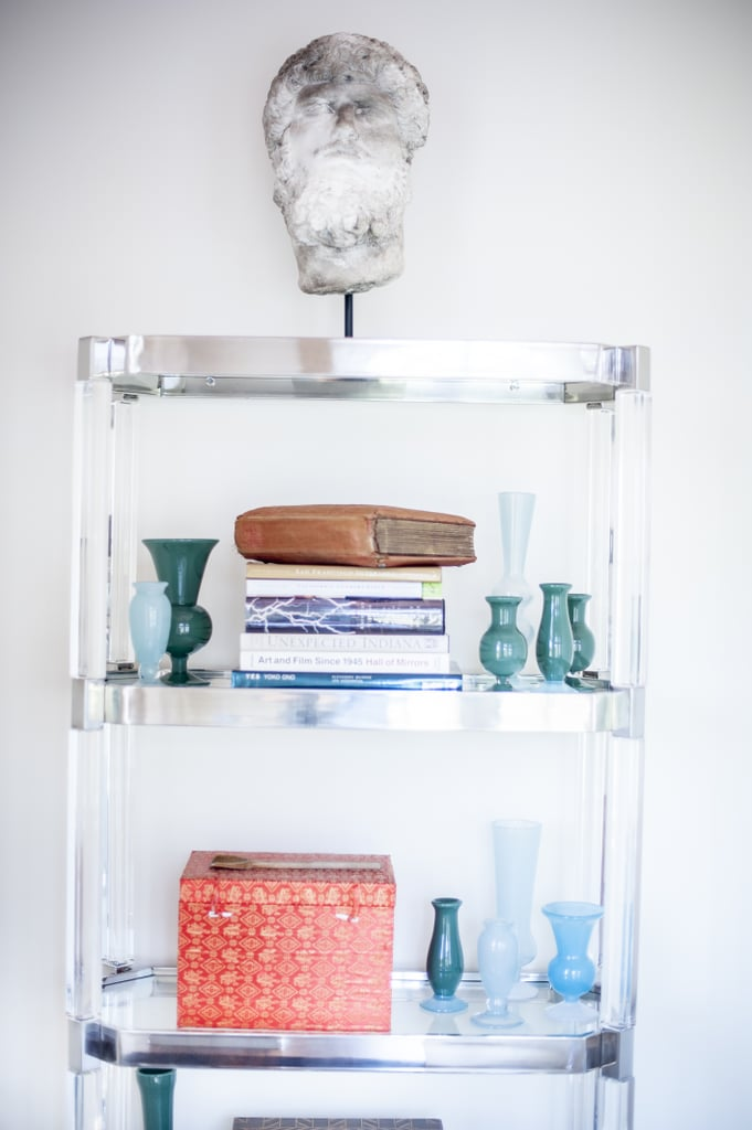 How to Decorate Your Bookcase With Vintage Decor