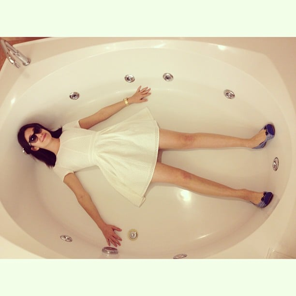 This photo of Emmy Rossum in her Las Vegas hotel-room bathtub seriously had us in stitches. Source: Instagram user emmyrossum