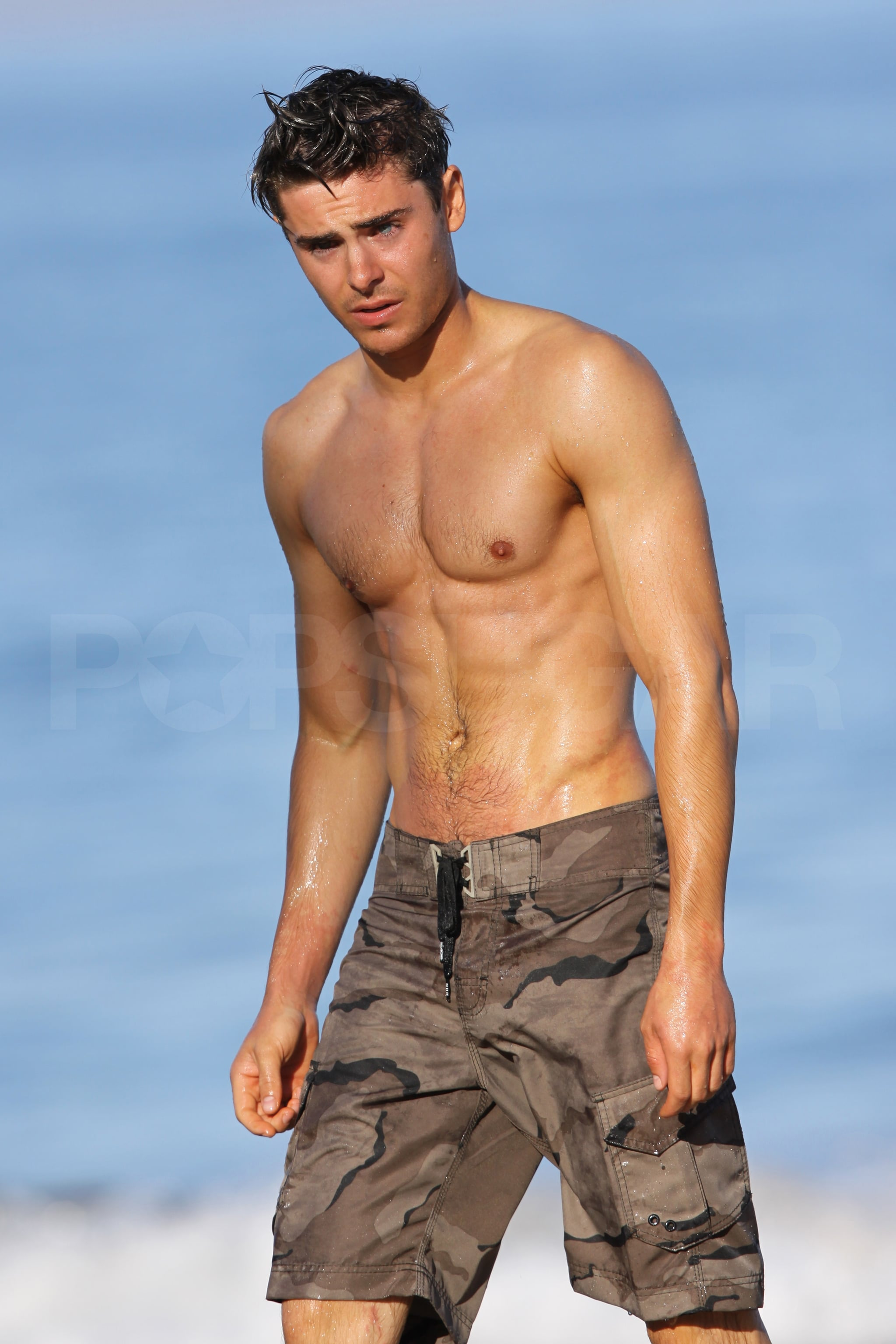 Pictures Of Zac Efron Looking Hot Shirtless Popsugar Celebrity
