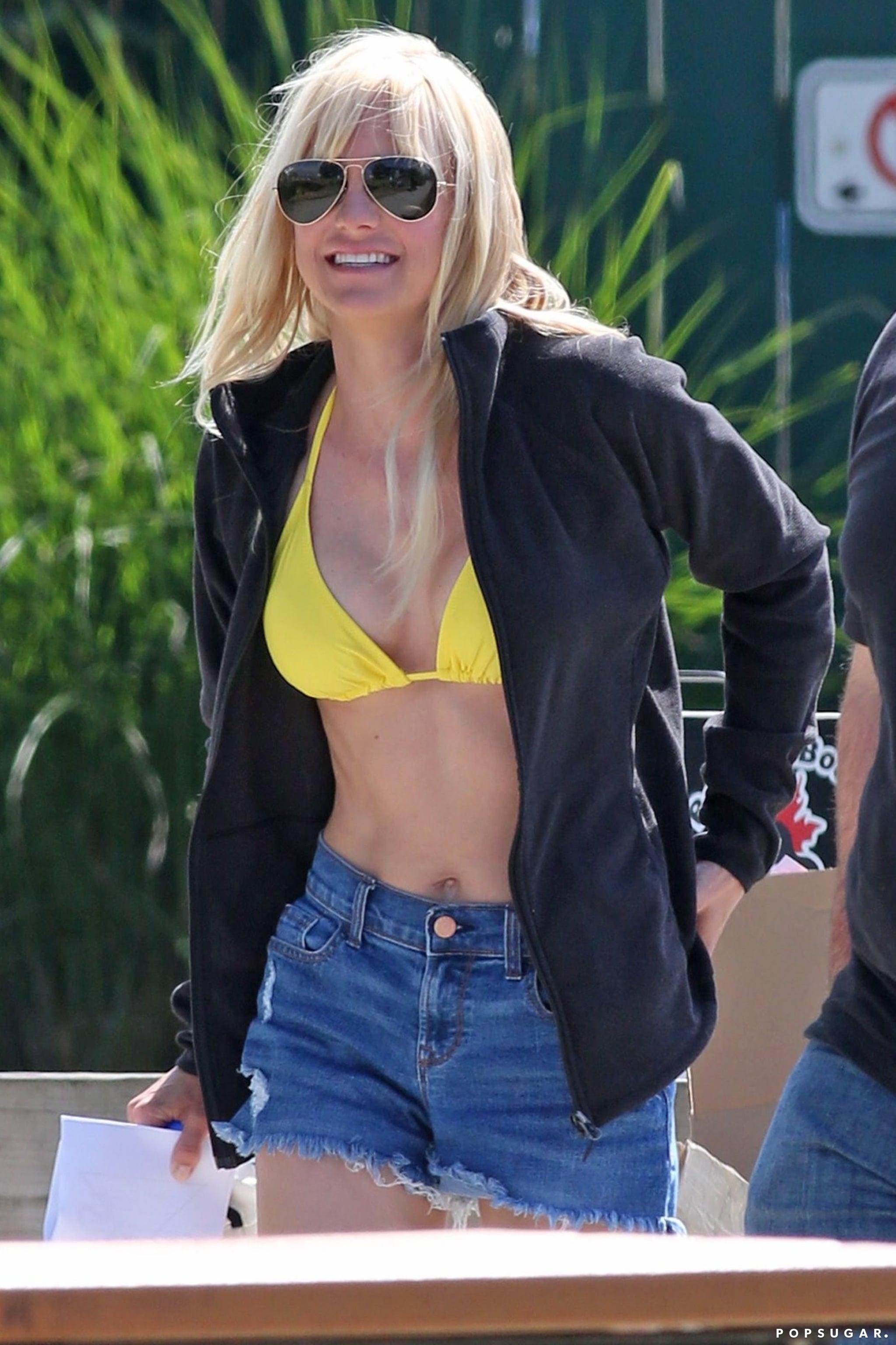 Anna Faris Filming Overboard In A Bikini Pictures June 2017 Popsugar Celebrity