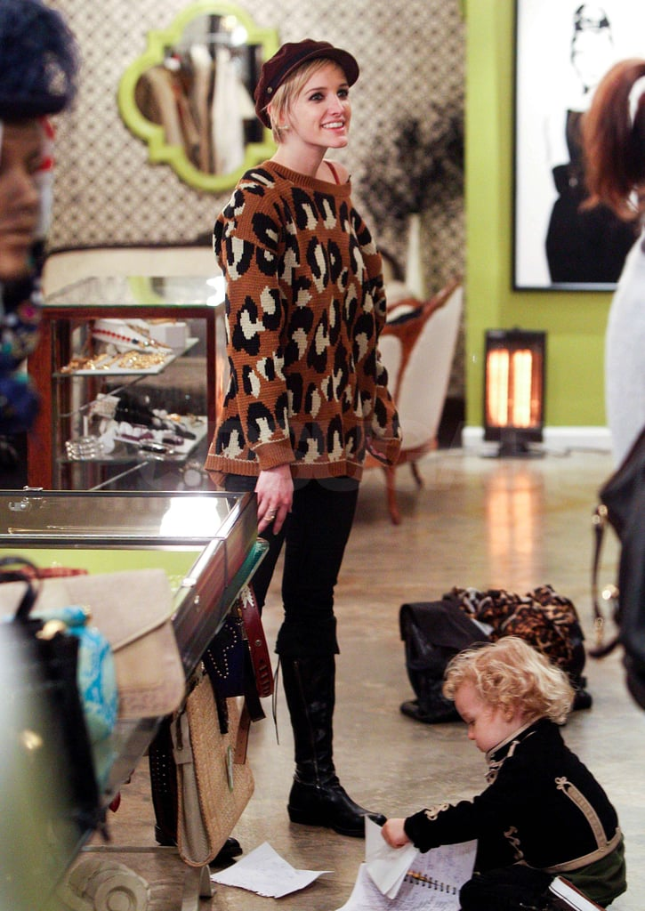 Pictures of Ashlee Simpson Holiday Shopping in LA With Tina and Bronx