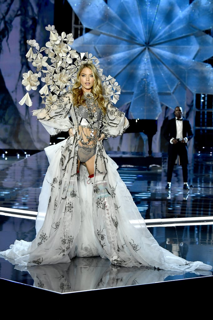 Every Single Look From the 2017 Victoria's Secret Runway Show in China