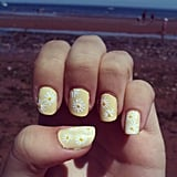 A daisy manicure is a fresh design for Summer. Source: Instagram user elysia_violet