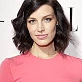 Something about the contrast between Jessica Paré's inky hair and alabaster skin incites envy. Last night, she matched her pink lipstick with her rose-colored dress.