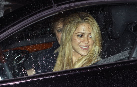 Shakira out for dinner with her mom