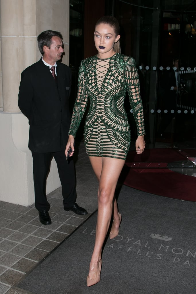 Gigi tied her hair into a slick ponytail, revealing the structure of her long-sleeved emerald sequined dress and allowing us to focus on that supershort hemline!