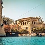 مغامر من إكس دبي يتزلج على الممرات المائية لمدينة جميرا في ف