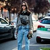 أظهري حبّك لصيحات الموضة الغربيّة عبر ارتدائك لقميص وبنطال جينز مزيّنين بتفاصيل الأزرار