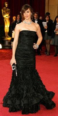 Jennifer Garner Smiles Despite Red Carpet Awkwardness