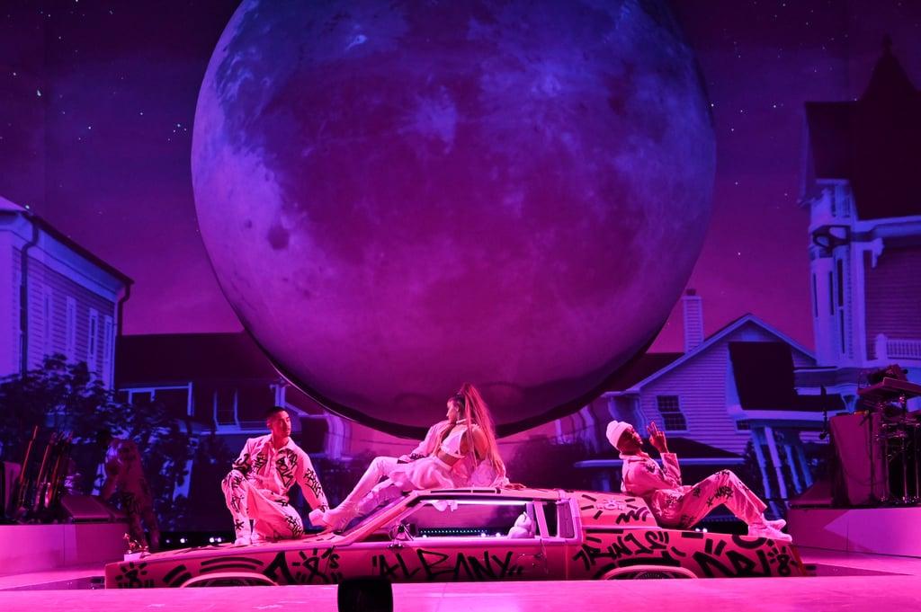 Ariana Grande Abre A Sweetener World Tour Em Grande Estilo Palco Pop