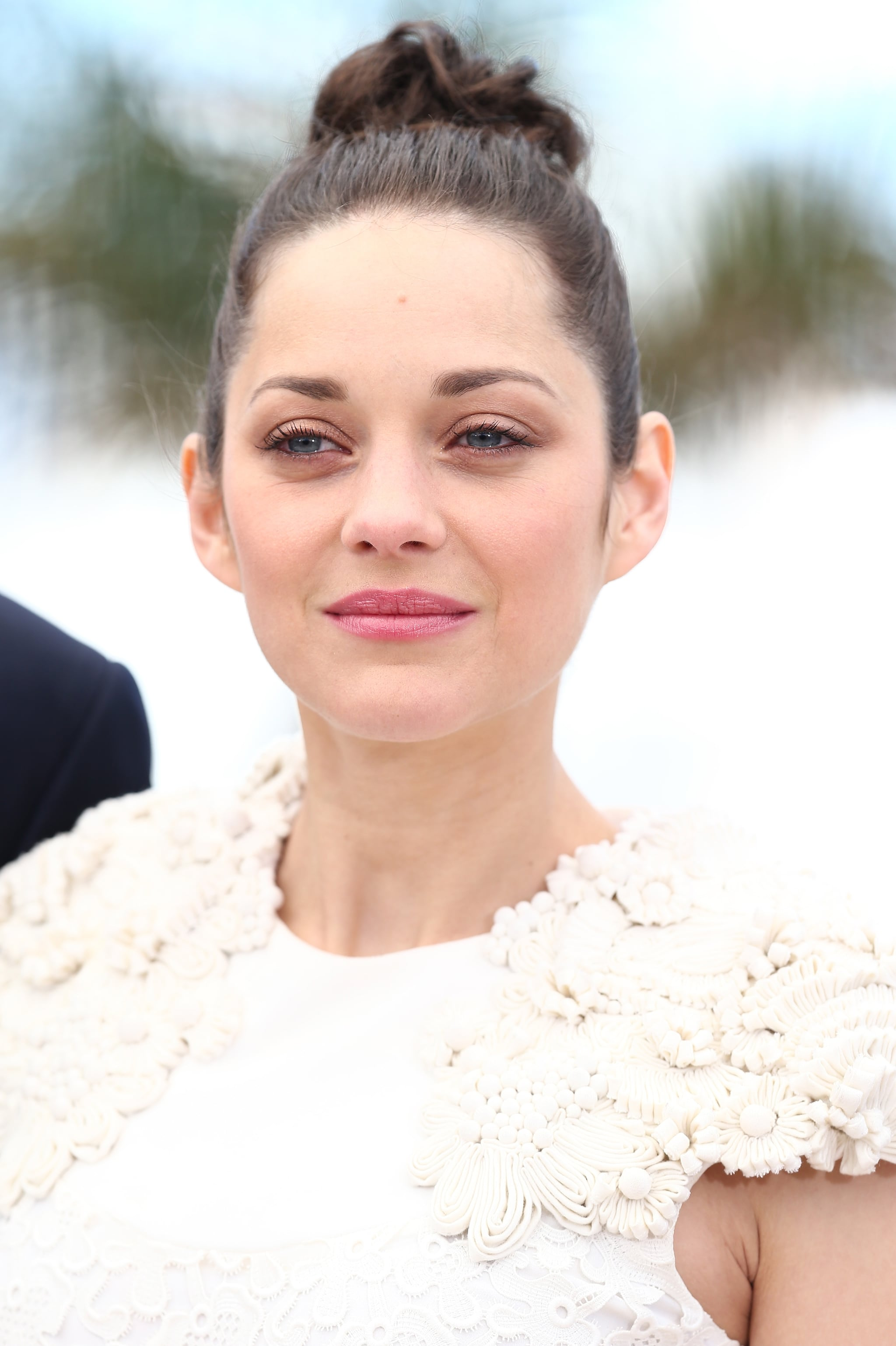 Marion Cotillard was positively glowing at the premiere of The Immigrant. Her coiled topknot, pink shadow, and rosy lip hue gave off a serious ballerina vibe.