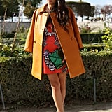 Shades of orange, right down to the lenses on her mirrored sunglasses, kept this bold style color-coordinated.