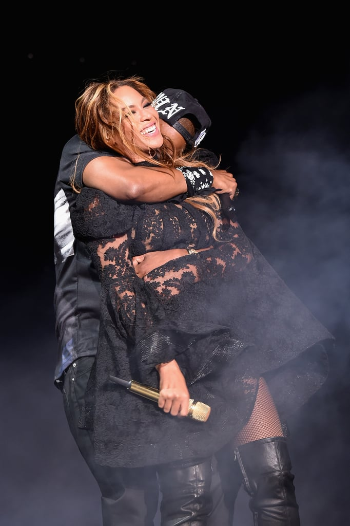 Jay Z gave Beyoncé a kiss at the On the Run tour in Chicago on Thursday.