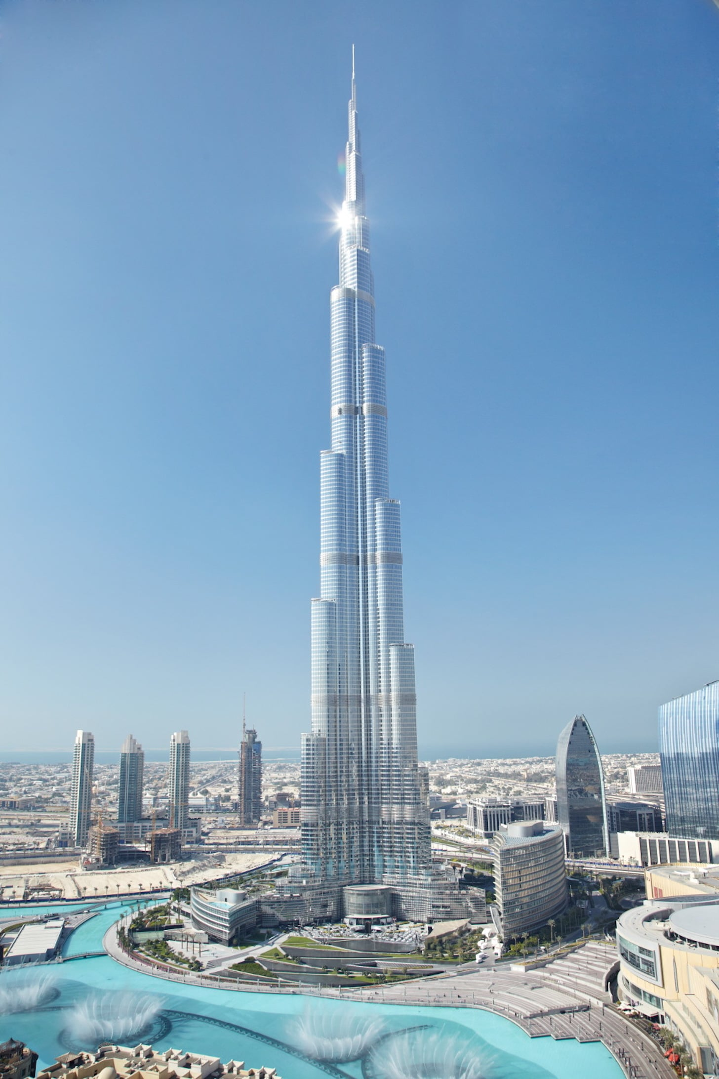 advantages of having burj khalifa built With over 185,800 sq m (2,000,000 sq ft) of interior space designed for burj khalifa, planning of the building's interior space began at the earliest stages of its design focusing on three main goals—to recognize and acknowledge the building's height, to integrate its structural and architectural rationale, and to appreciate the locale's heritage, history.