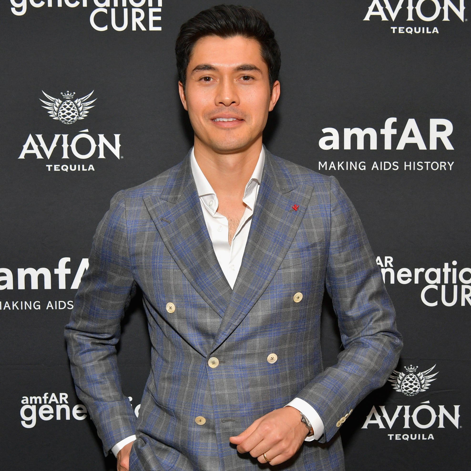 Henry Golding Knows Exactly How You Should Wear A Double Breasted Suit foto