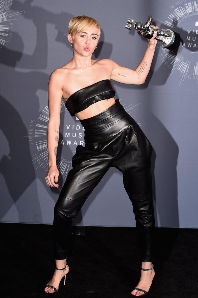 """Miley Cyrus Does Every """"Miley"""" Pose Imaginable at the VMAs"""