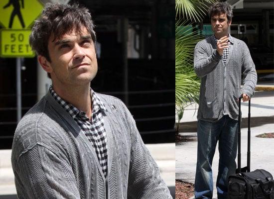 19/06/2009 Robbie Williams at Miami Airport