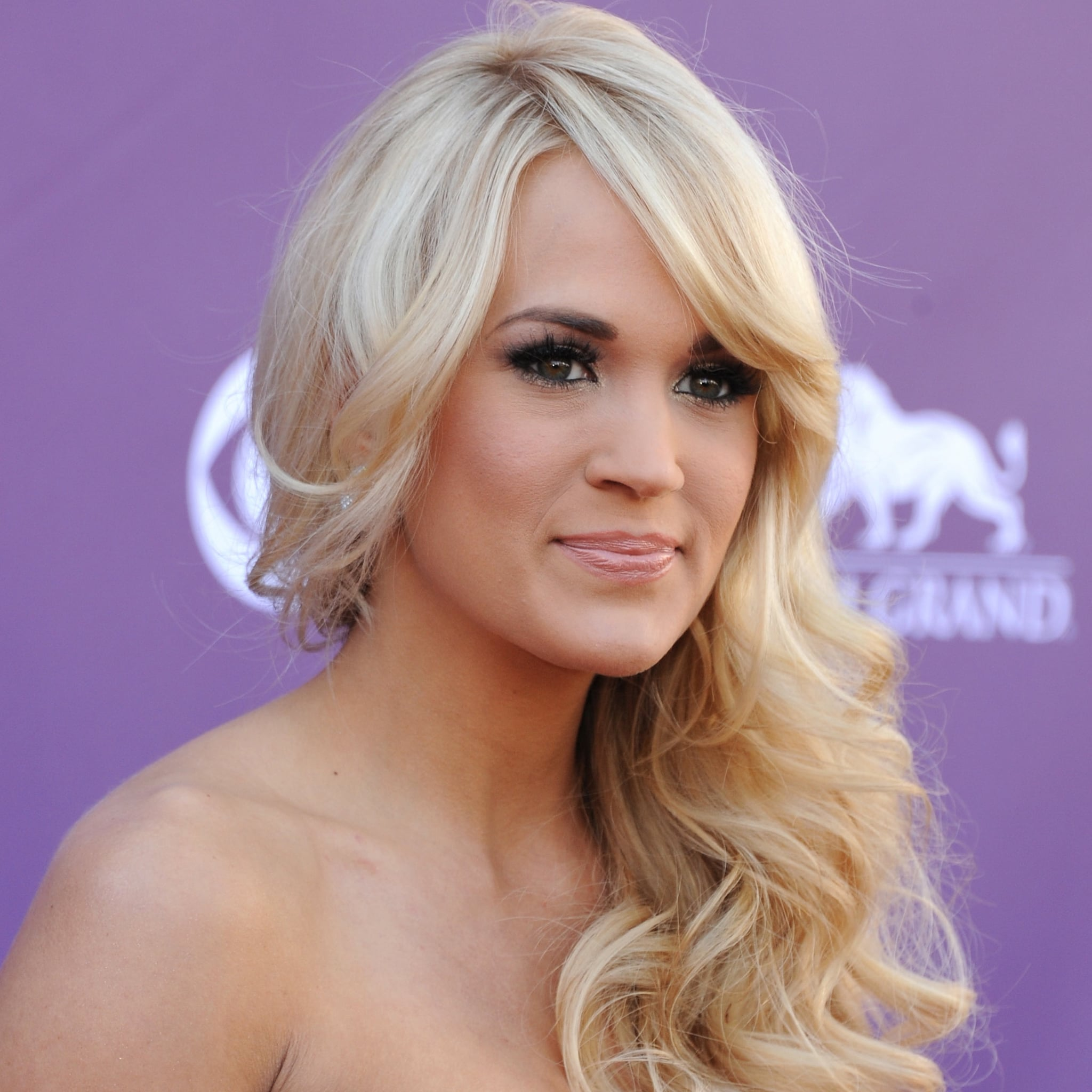 Carrie Underwood 12 Famous Women Who Go Solo For Hair And Makeup