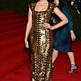 Jessica Paré posed in her gorgeous gold gown.