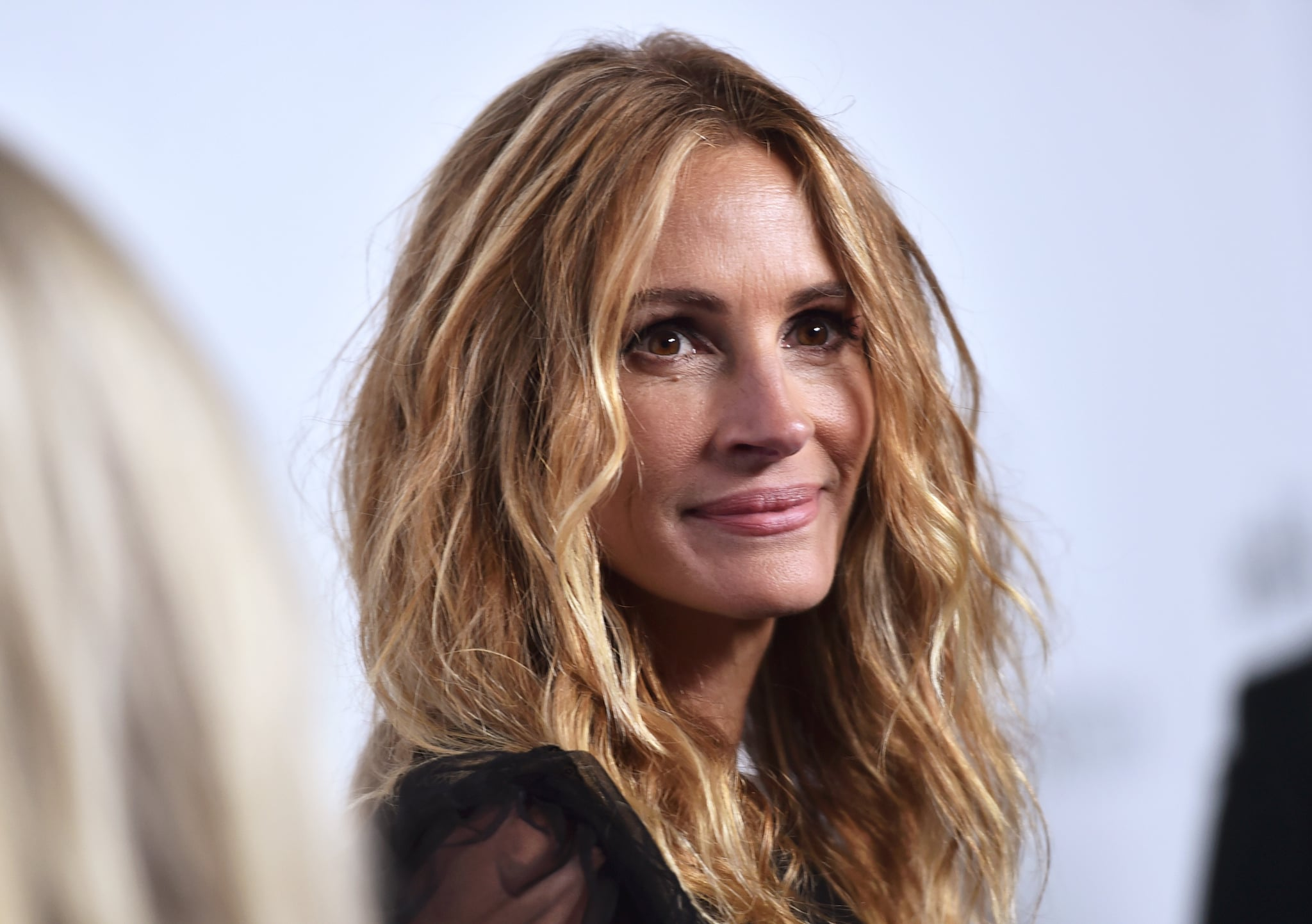 BEVERLY HILLS, CA - OCTOBER 13:  Honoree Julia Roberts attends the amfAR Gala Los Angeles 2017 at Ron Burkle's Green Acres Estate on October 13, 2017 in Beverly Hills, California.  (Photo by Alberto Rodriguez/amfAR/Getty Images for amfAR)