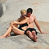 Paris Hilton and her new man spent a relaxing afternoon together.
