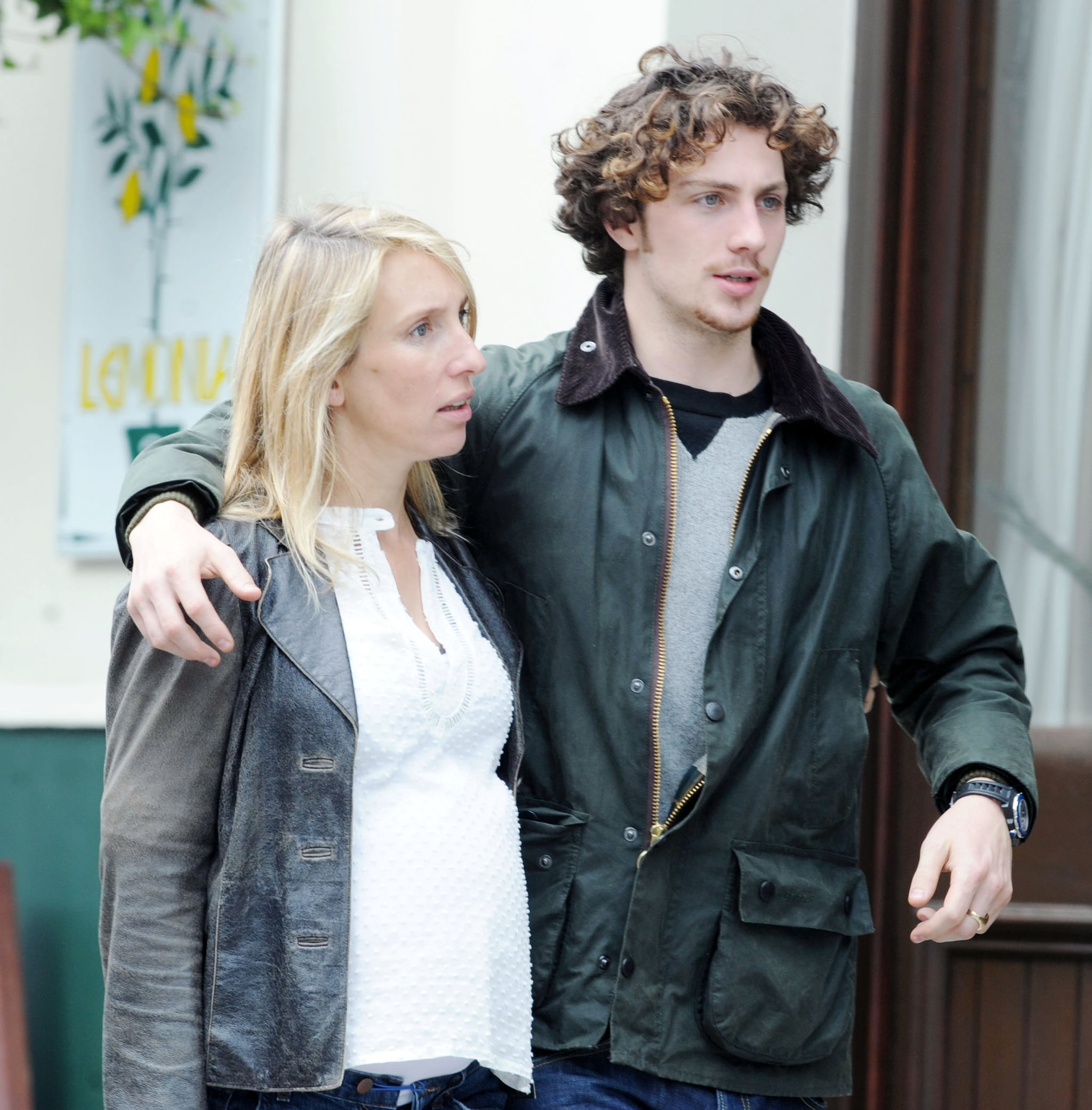 Pictures of Aaron Johnson Kissing Sam Taylor-Wood, His ...