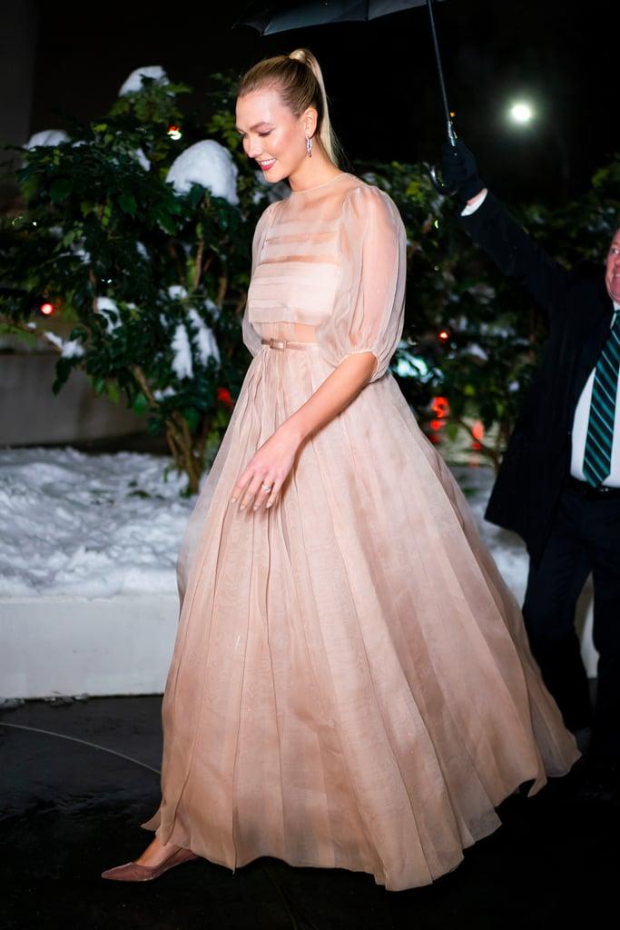 كارلي كلوس تطلّ بثوب ديور في نوفمبر 2018