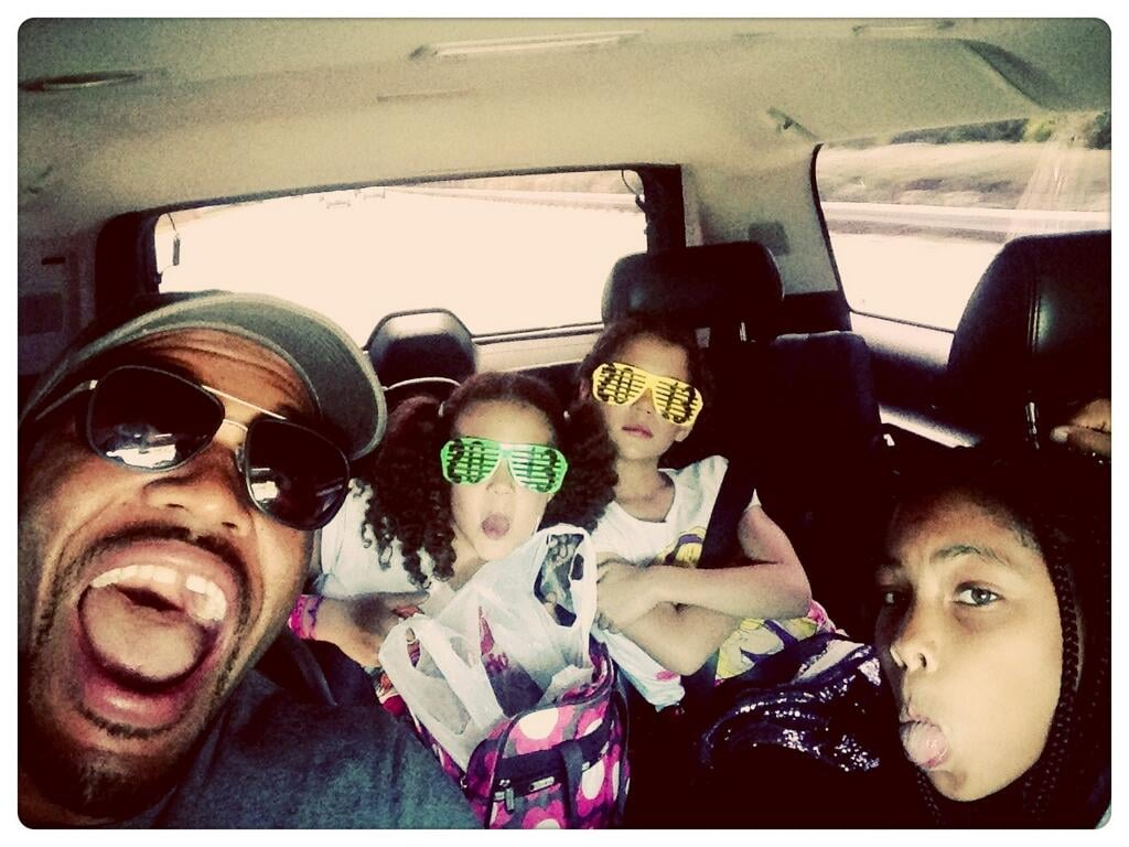 Live! with Kelly and Michael star Michael Strahan had fun in the car with daughters Tanita, Isabella, and Sophia.  Source: Twitter user MichaelStrahan